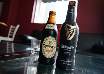 https://www.machikado-creative.jp/wordpress/wp-content/uploads/2016/05/Guinness_Extra_Stout_and_Guinness_Draught.jpg